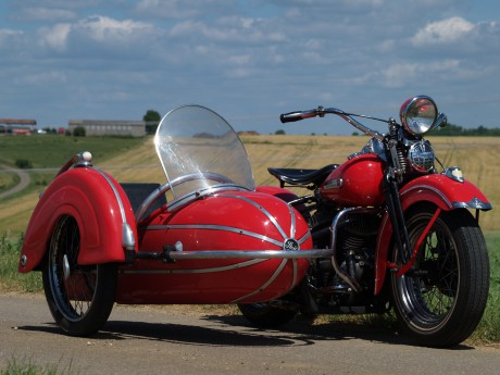 Harley Davidson 750 WL avec Side Steib